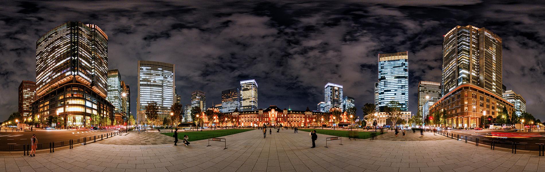 東京駅丸の内口駅前広場夜景